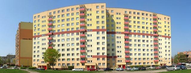 panelový dům s mnoha byty
