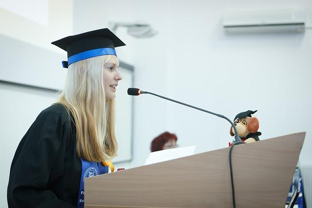projev při dokončení studia