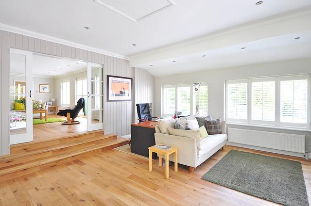 dřevěná podlaha v bytě
