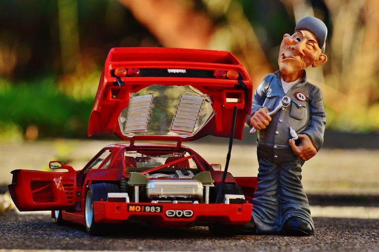 Automechanik a červené auto, umelina, humor
