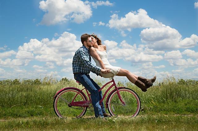 dvaja na bicykli.jpg