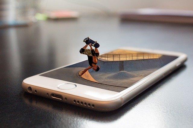 Mobil, skateboard.jpg