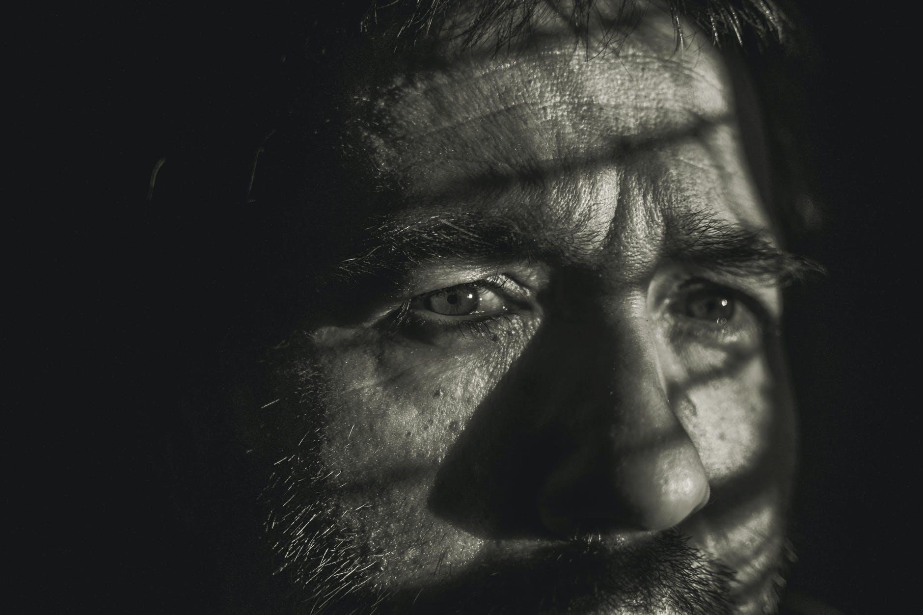 mužova tvár, obavy